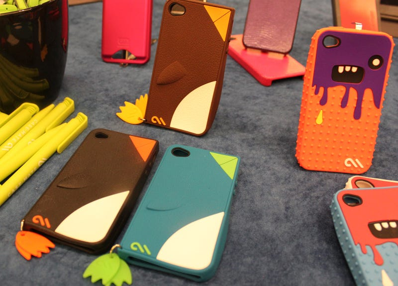 Illustration for article titled iPhone Cases For Tweeters, As Created By a Nike Designer