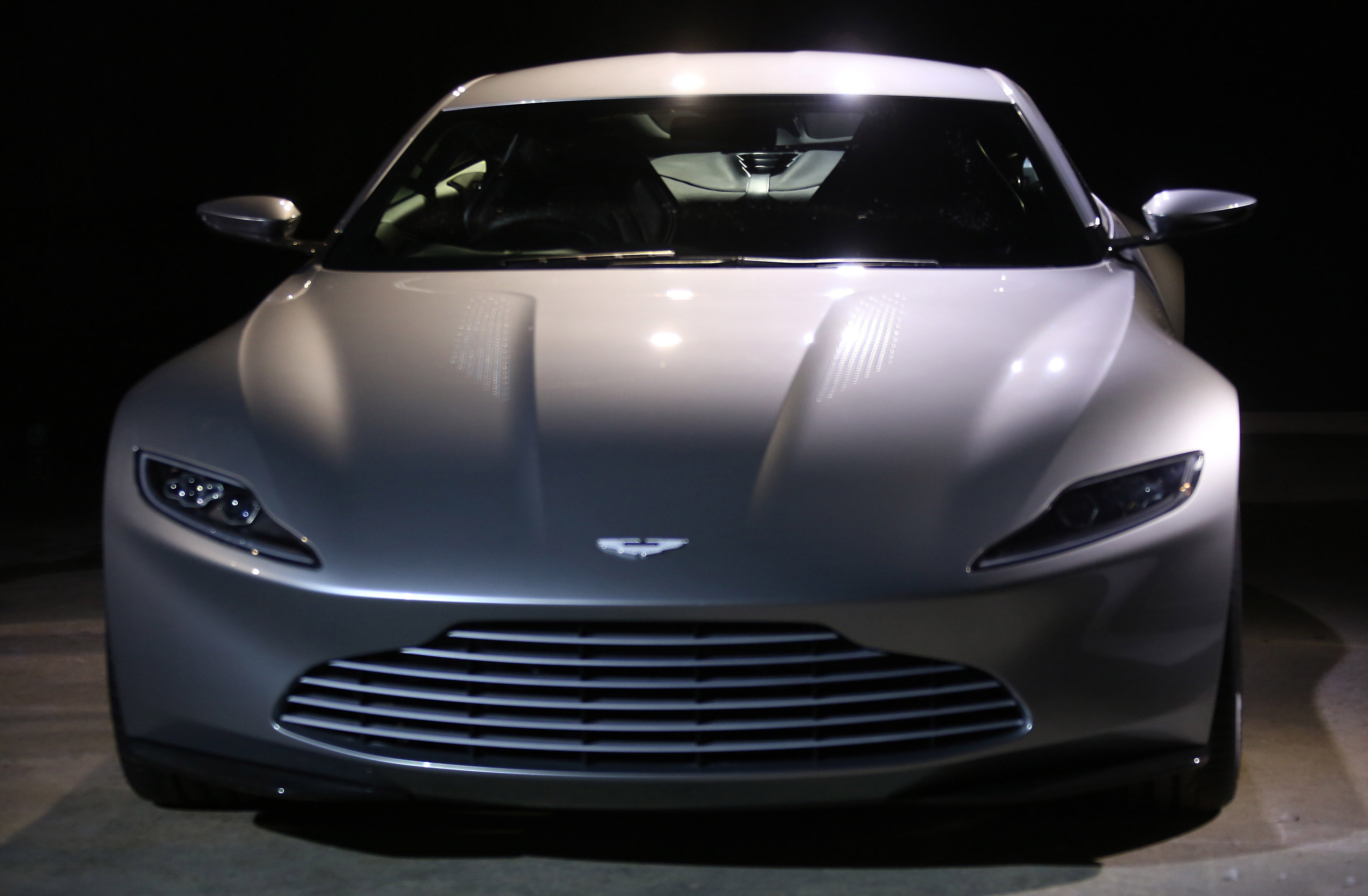 even more pics of james bond 39 s hot new aston martin db10 in spectre. Black Bedroom Furniture Sets. Home Design Ideas