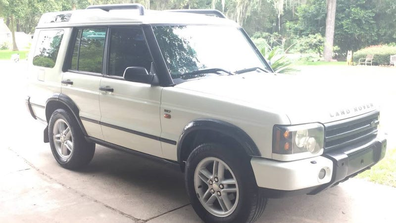 Illustration for article titled At $2,900, Is This 2004 Land Rover Discovery an Amazing Find?
