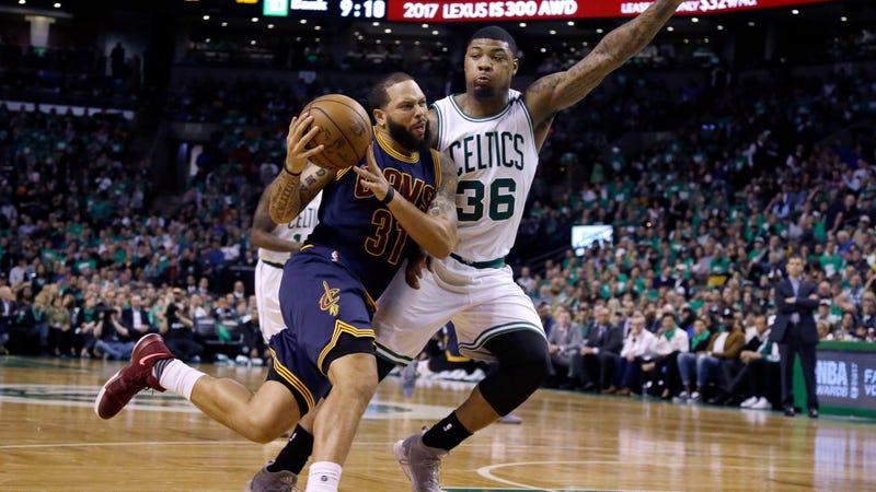 Celtics star Isaiah Thomas unsure if he'll need hip surgery