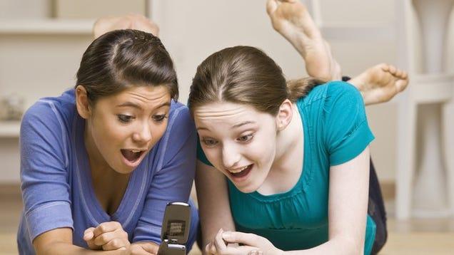 Rampant Teenage Sexting Is Tearing America Apart-8243