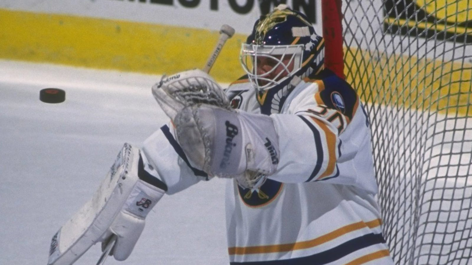 The Horrifying Tale Of Clint Malarchuk S Brush With Death