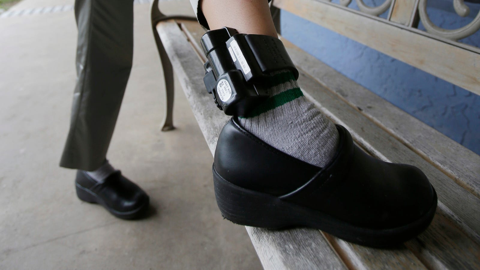 Software Application Update Triggered Hundreds of Cops Ankle Displays to Go Dark thumbnail
