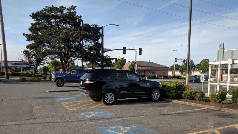 Illustration for article titled Most impressive parking job I've seen.