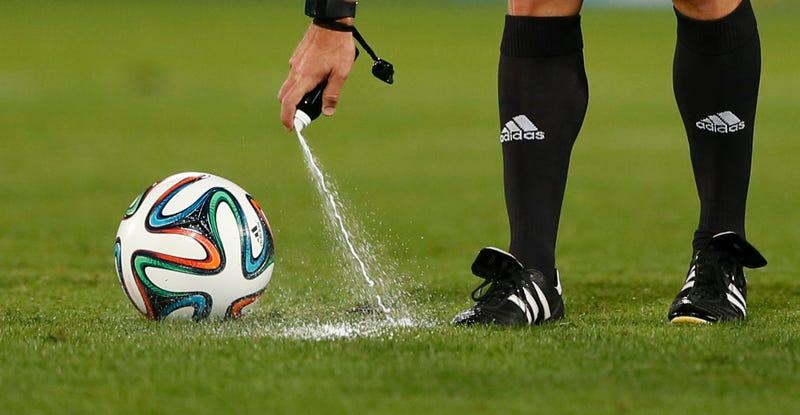 Resultado de imagen para aerosol futbol invento argentino