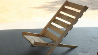Illustration for article titled Repurpose Wooden Pallets Into Folding Chairs