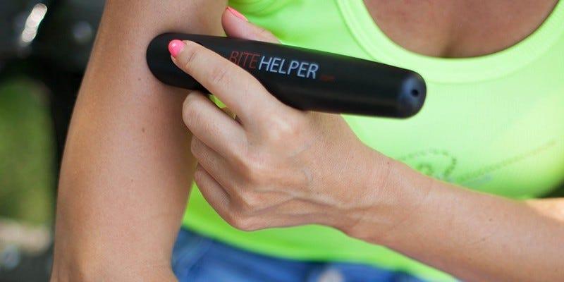 Illustration for article titled Este pequeño dispositivo elimina casi por completo el picor de las picaduras de mosquito