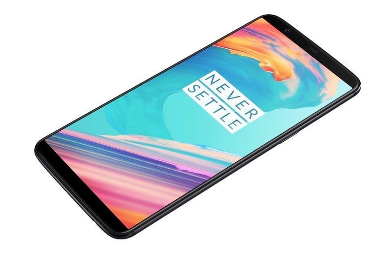 """Illustration for article titled El OnePlus 5T ya es oficial: pantalla de 6"""" sin bordes y hasta 8 GB de RAM por menos de 500 dólares"""
