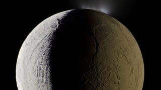 Illustration for article titled A geyser sprays water vapor from the surface of Saturn's moon Enceladus
