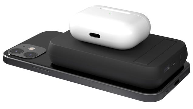 This Double-Sided Wireless Battery Can Charge Your iPhone and AirPods At the Same Time