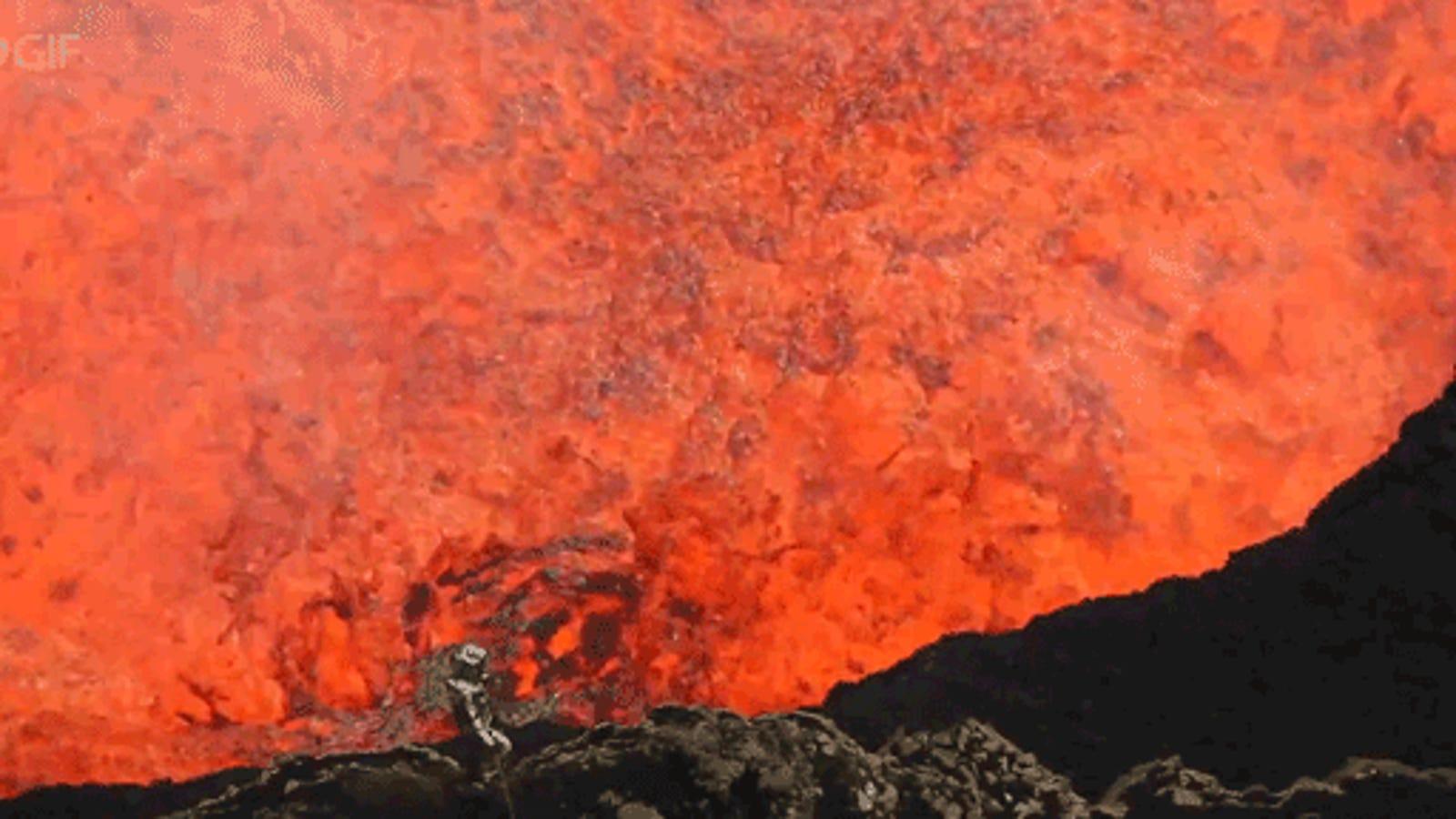 El descenso al cráter de este volcán te pondrá los pelos de punta