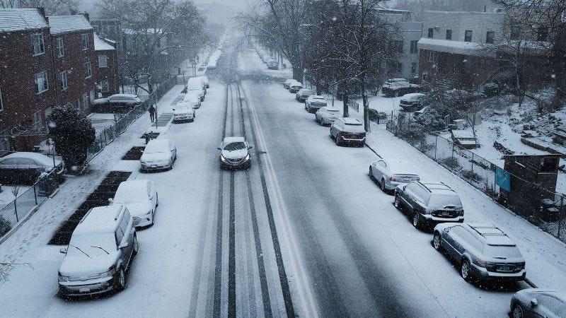 Illustration for article titled Los inviernos solo van a empeorar, así que han inventado una forma de generar electricidad a partir de las nevadas