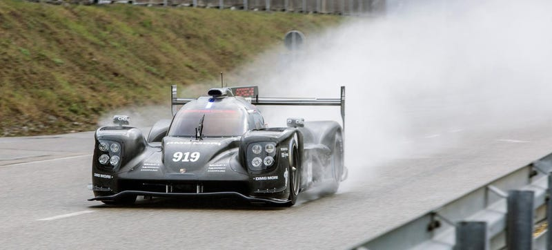 Illustration for article titled Here Are The First Photos Of The 2015 Porsche 919 On Track
