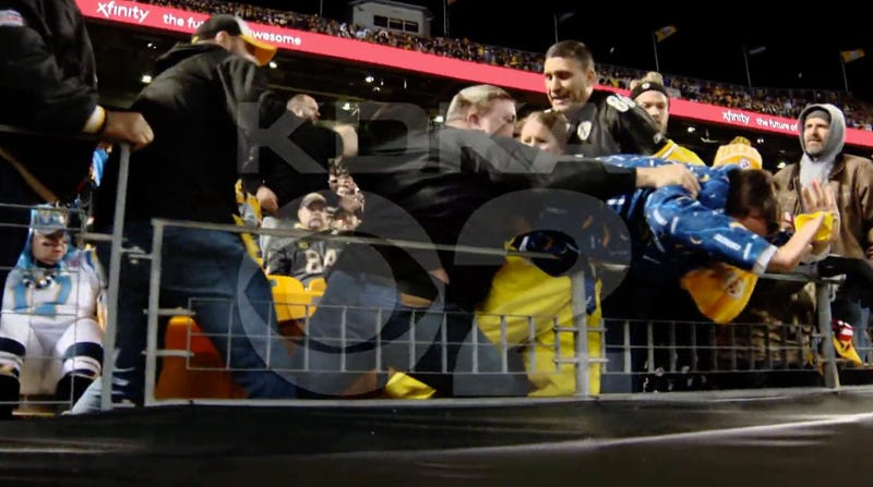 Illustration for article titled Steelers Fan Chokes Pregnant Chargers Fan During Scuffle