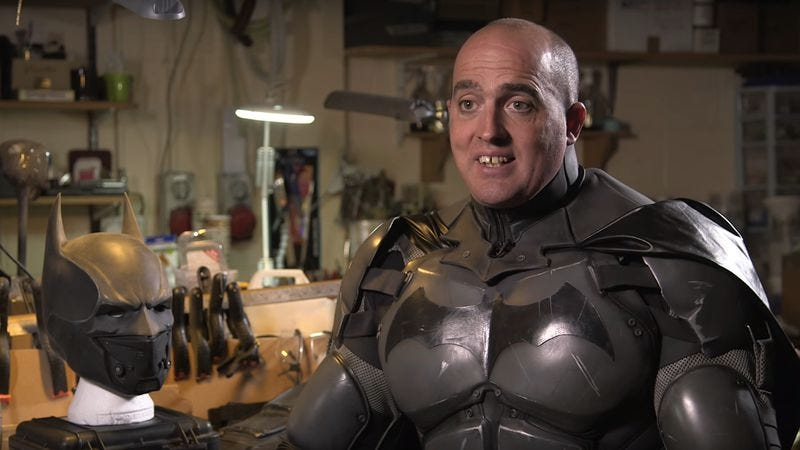 Illustration for article titled Batman cosplayer breaks world record for gadgetry