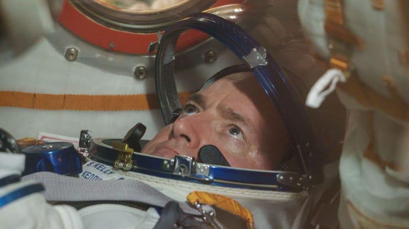 Qué le ocurre al cuerpo de un astronauta que dure un año en el espacio, en una infografía