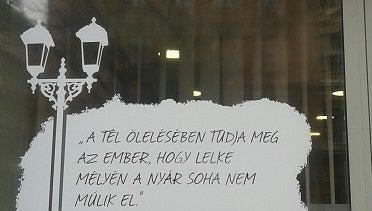Illustration for article titled Albert Camus-idézettel gondolkodtat el a CIB bank