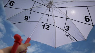 Illustration for article titled An Umbrella That Can Tell Time from the Sun