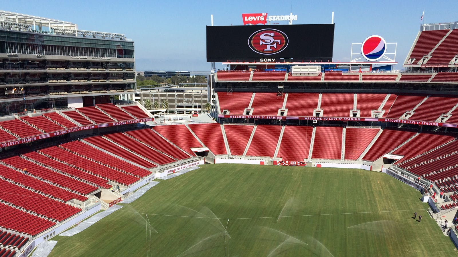 Levis Stadium Capacity >> Behind the Scenes at the San Francisco 49ers' New High ...