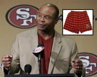 Illustration for article titled For The Next Four Minutes, Mike Singletary Will Be Coaching Pantless. Any Questions?