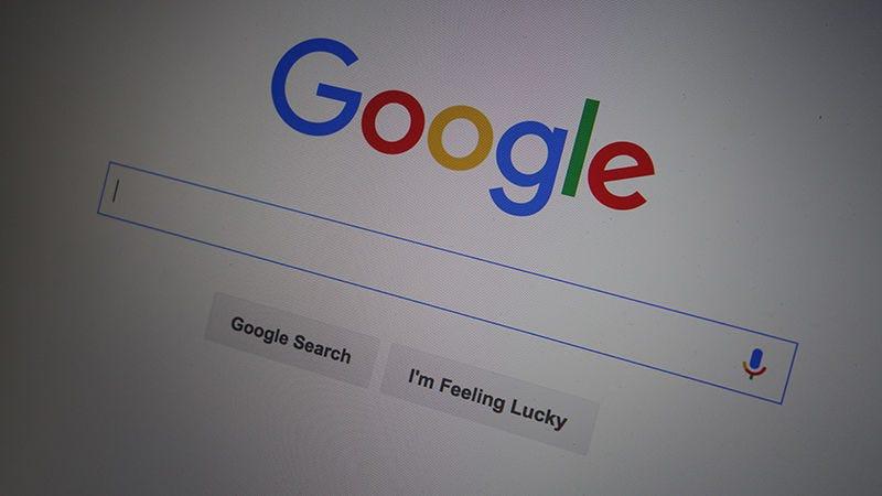 Illustration for article titled Google comienza a probar vídeos que se reproducen solos en sus resultados de búsqueda