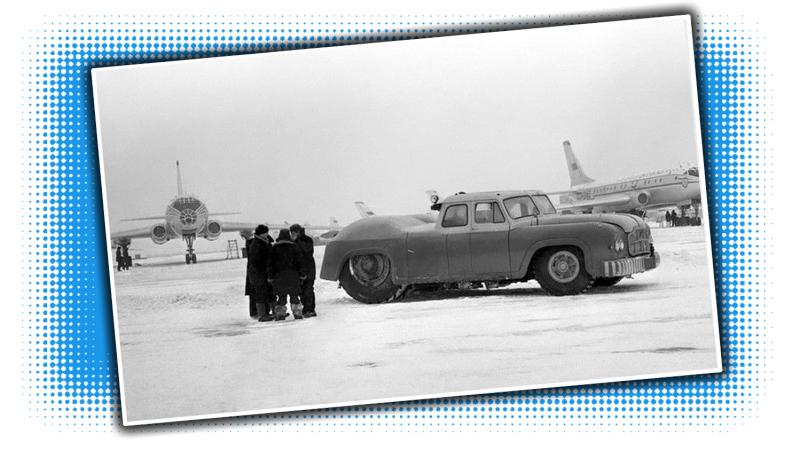 Illustration for article titled El sedán más grande del mundo posiblementefue soviético, tenía dos puestos de conducción y el motor de un tanque para remolcar aviones