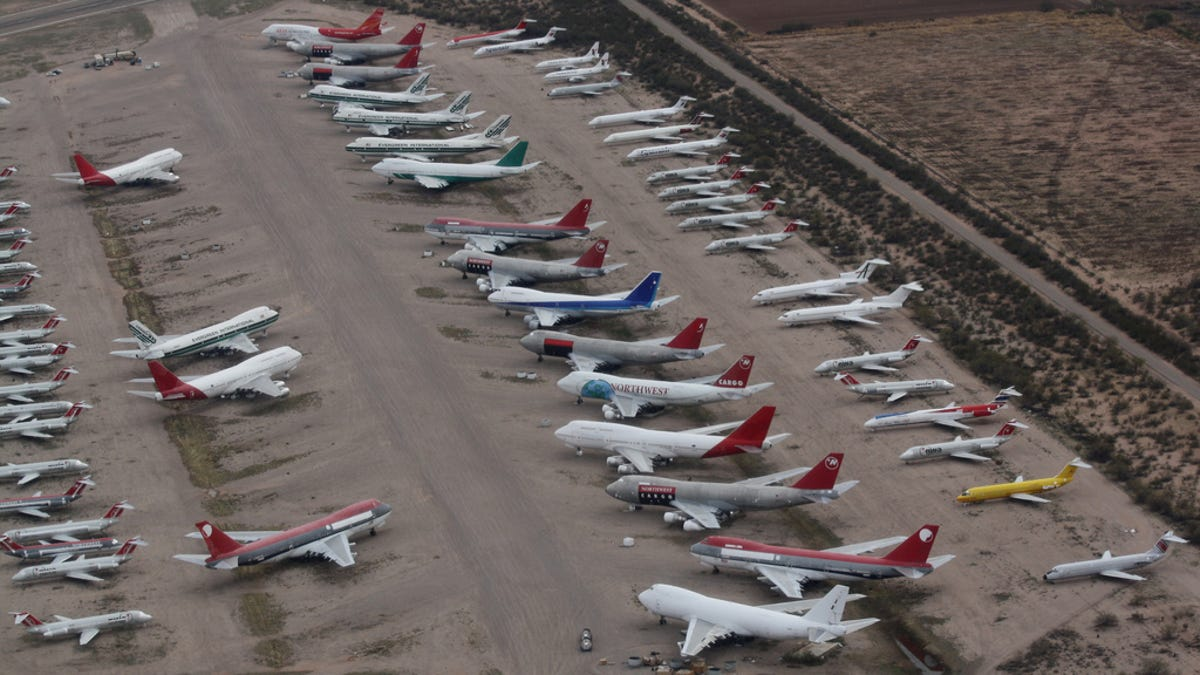 Abandoned Soviet Airfield In Ukraine 42 Pics Airplane Graveyard Of The World And Air Force