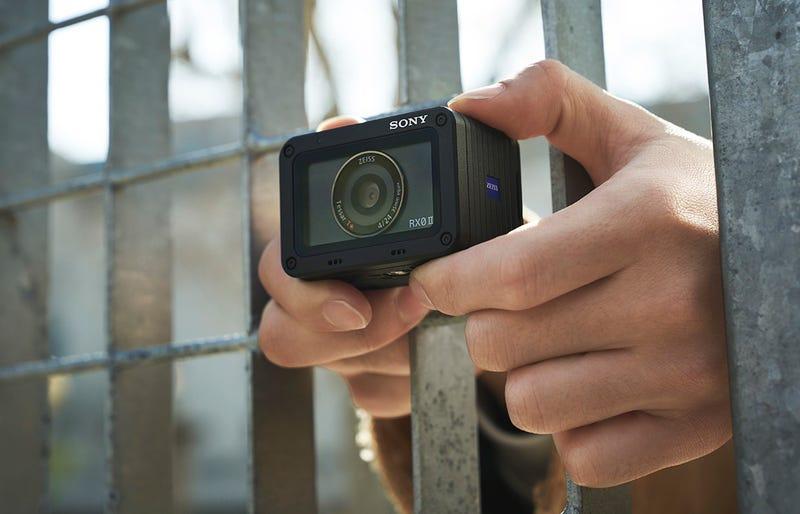 Illustration for article titled Olvida la GoPro. Sony asalta el trono a la mejor cámara de acción del año con la RX0 II
