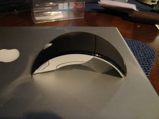 Illustration for article titled Fresh Pics of Collapsible, Portable Microsoft Arc Laser Mouse