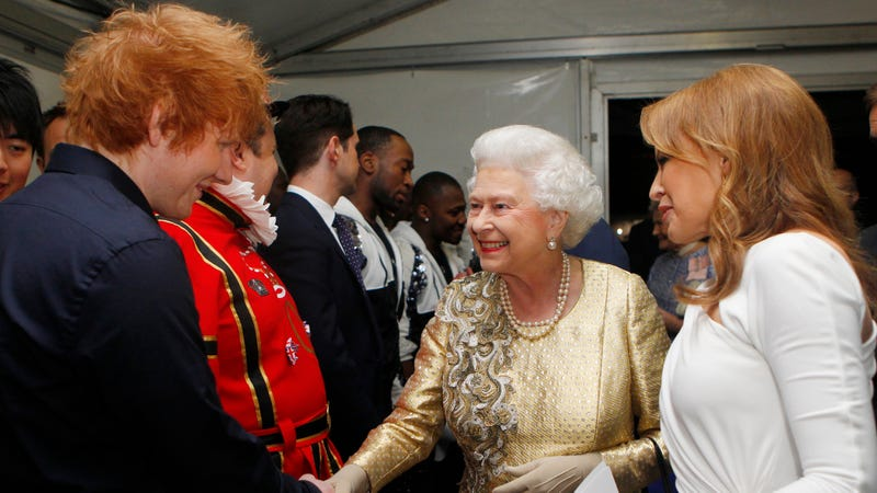 Kylie Minogue introduces Queen Elizabeth II to Ed Sheeran backstage after the 2012 Diamond Jubilee. Photo: Getty.