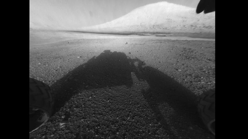 Illustration for article titled First High Resolution View By Curiosity Shows Impressive 3-Mile-Tall Mount Sharp