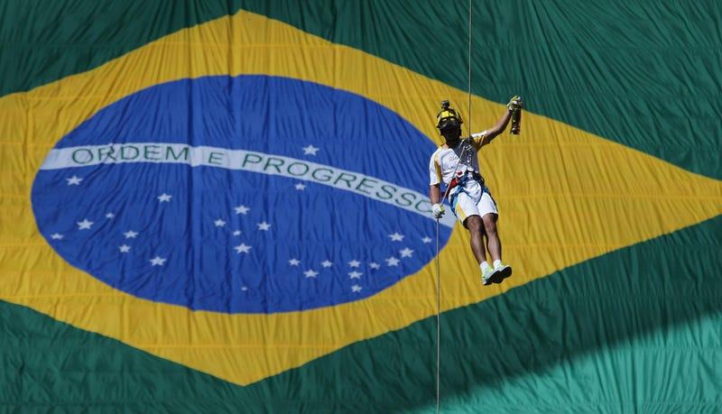 Photo via Eraldo Peres/AP