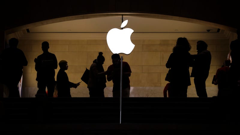 Illustration for article titled Teen Sues Apple for $1 Billion, Claiming Facial Recognition Led to False Arrest