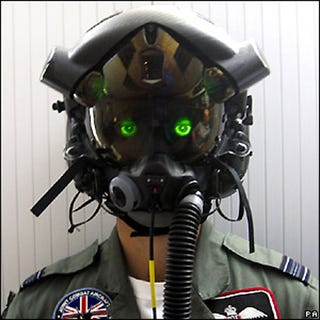 Illustration for article titled Prototype F-35 Joint Strike Fighter Helmet Sees Into Your Soul