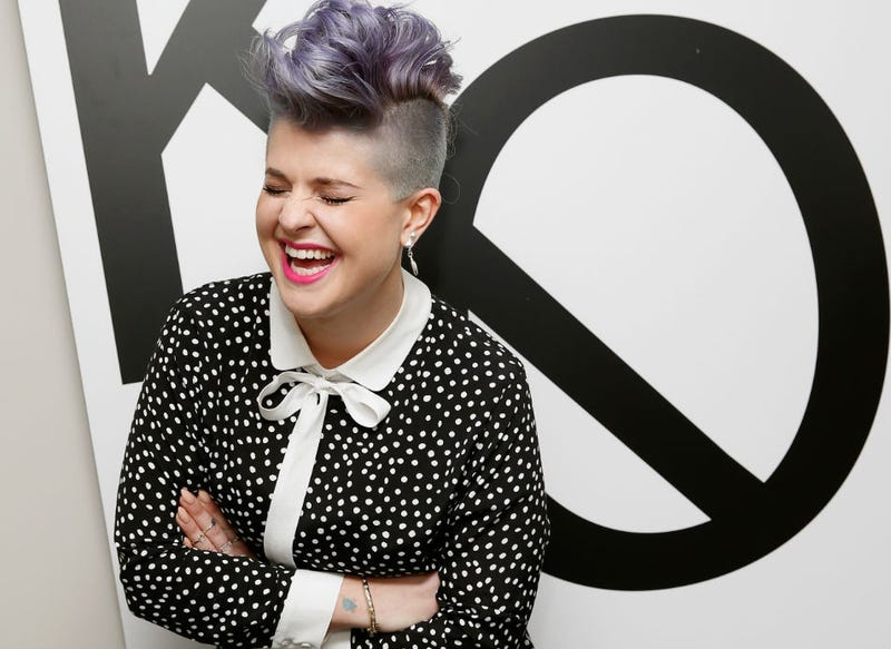 Illustration for article titled Tell Us the Joke That Kelly Osbourne Is Laughing So Hard At Here