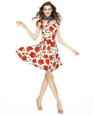 Illustration for article titled Model Shows Off Macy's Dress; Heads Sold Separately