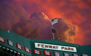 Illustration for article titled The Sky Over Fenway Last Night Was Incredible