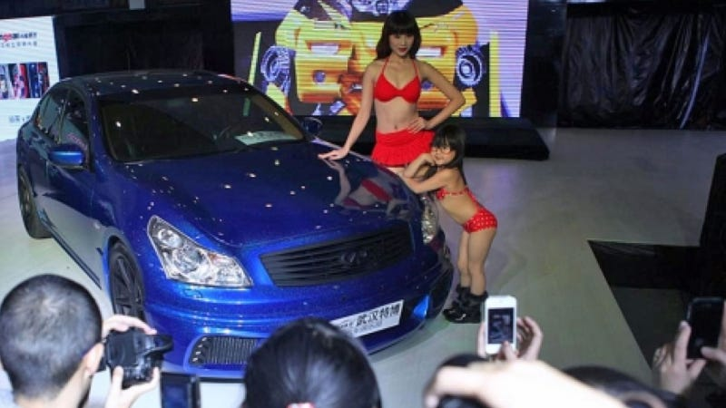 Illustration for article titled The Chinese Are Using Children In Bikinis To Show Off Cars