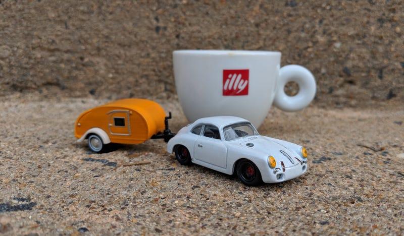 Illustration for article titled Ferien Friday: Little Porsche Towing a Little House