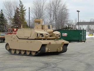Illustration for article titled Jalopnik Drives Real Live Tank By Remote Control, Can Now Die Happy