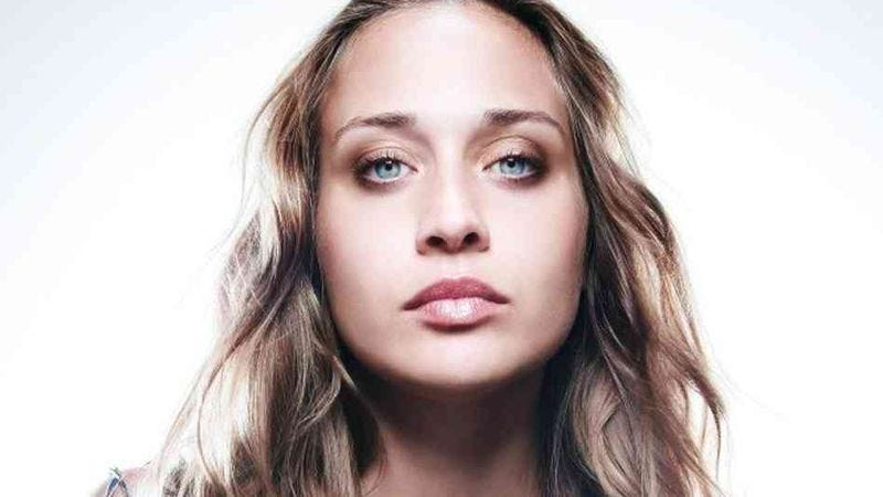 """Illustration for article titled Fiona Apple's live cover of """"I Want You"""" finds new depths in the creepy tune"""