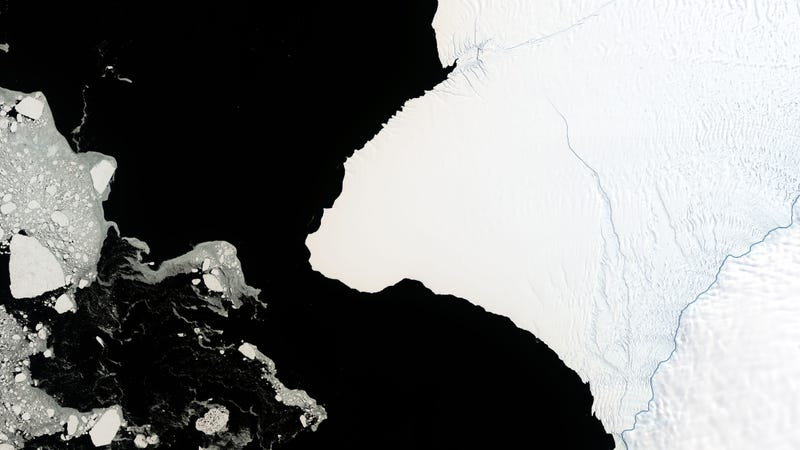 Illustration for article titled An Iceberg 30 Times the Size of Manhattan Is About to Break Off Antarctica