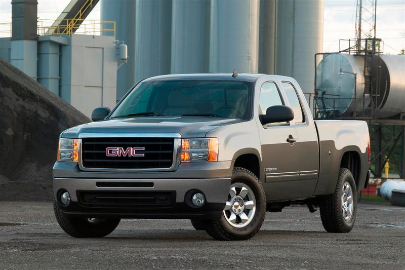 Illustration for article titled 2011 GMC Sierra Spotted Camo-Free, Maybe Getting 7.0-liter Gas Engine