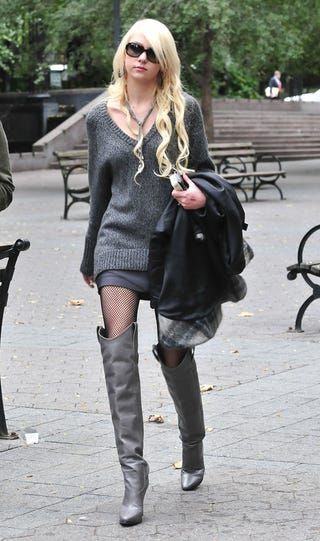 Illustration for article titled Taylor Momsen Is The Gray Lady… In Newsworthy Boots