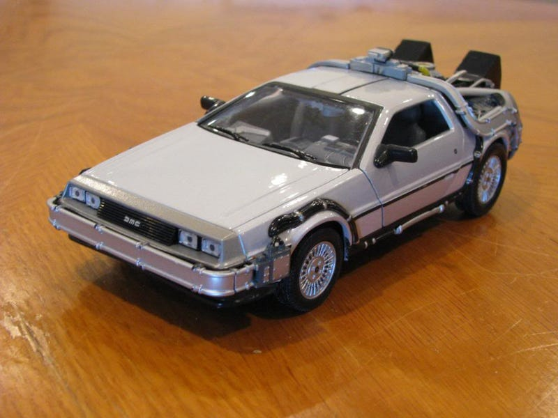 Illustration for article titled [REVIEW] Welly 1:24th Back to the Future DeLorean