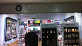 Illustration for article titled Two NYC Stores Selling Knock-Off Apple Gadgets are Under Attack by Apple