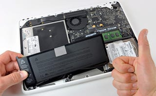 Illustration for article titled MacBook Polycarbonate Unibody Ripped Apart
