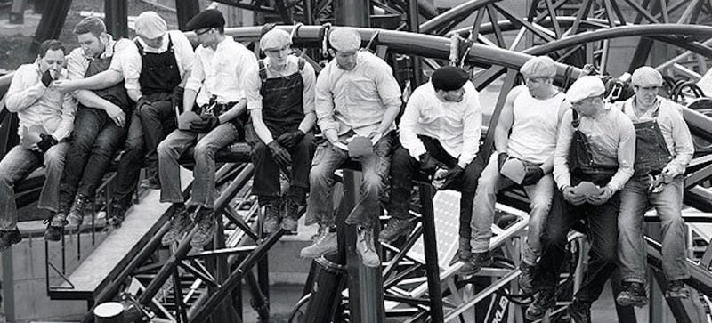Illustration for article titled Roller Coaster Workers Recreate an Iconic 1932 Photo