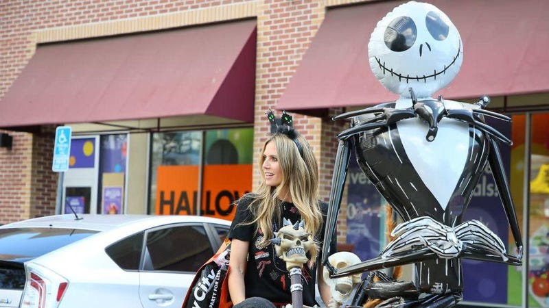 Illustration for article titled Heidi Klum's Halloween Costume Involves Squatting