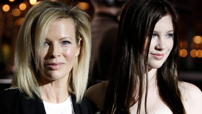 Illustration for article titled Ireland Baldwin Is Not Her Mom: 'I Have a Booty, She Has a Thigh Gap'